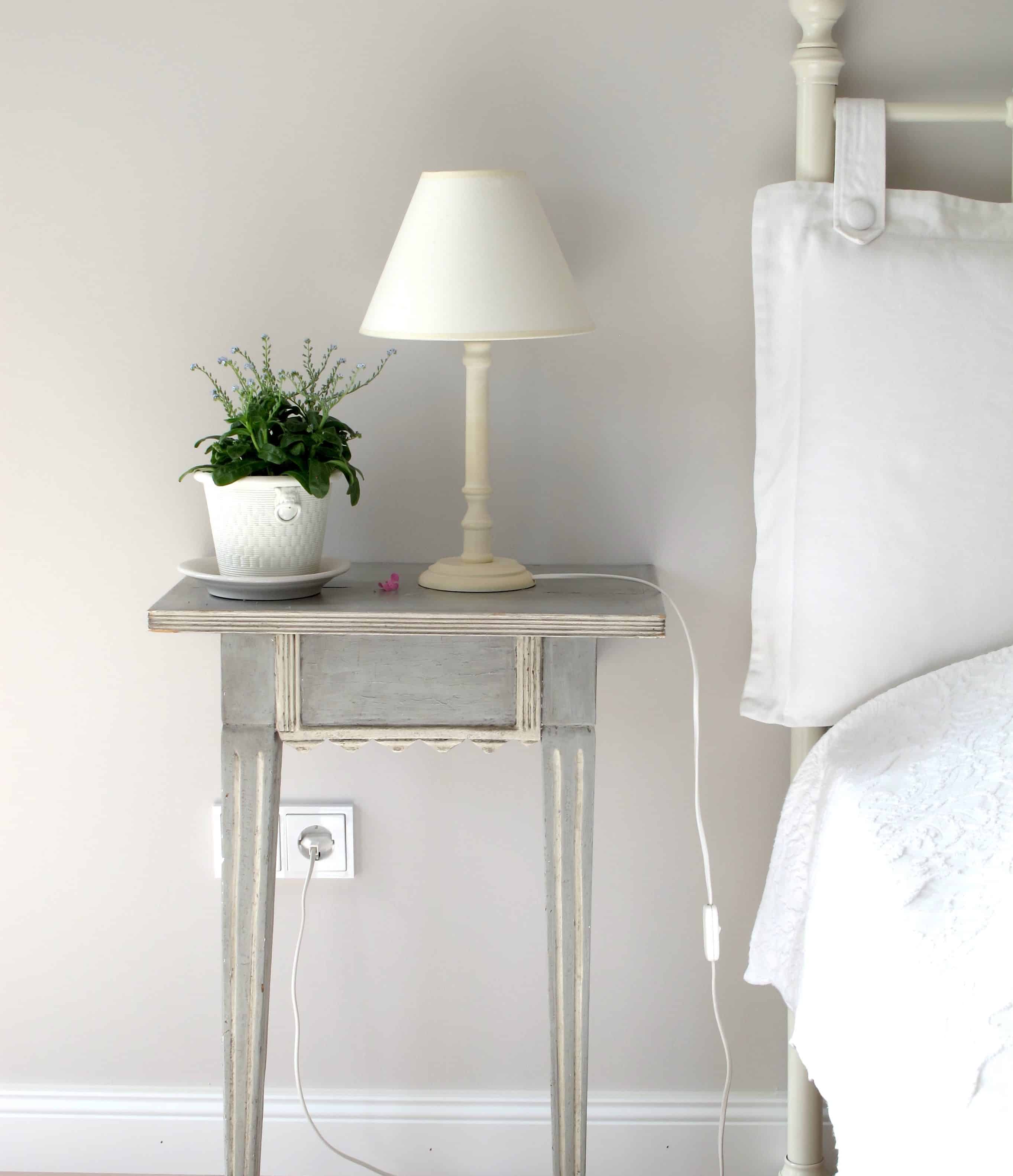bedroom side table decor